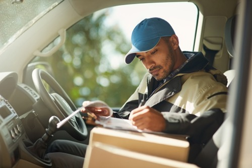 How to Get a Job Delivering Packages for a Courier Service